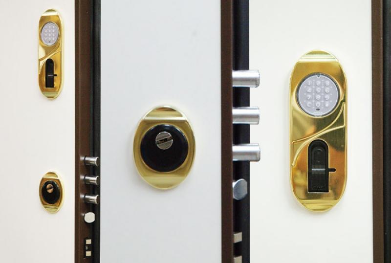 Cambiare serratura porta blindata fabulous lavoro da - Serratura elettronica porta blindata ...
