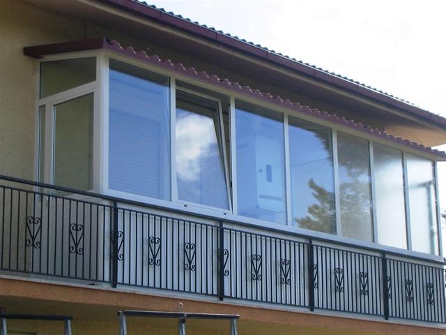 Posso creare una veranda sul mio balcone quello che for Infissi balcone